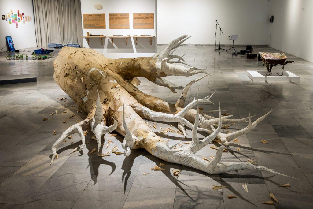 арт инсталация дърво